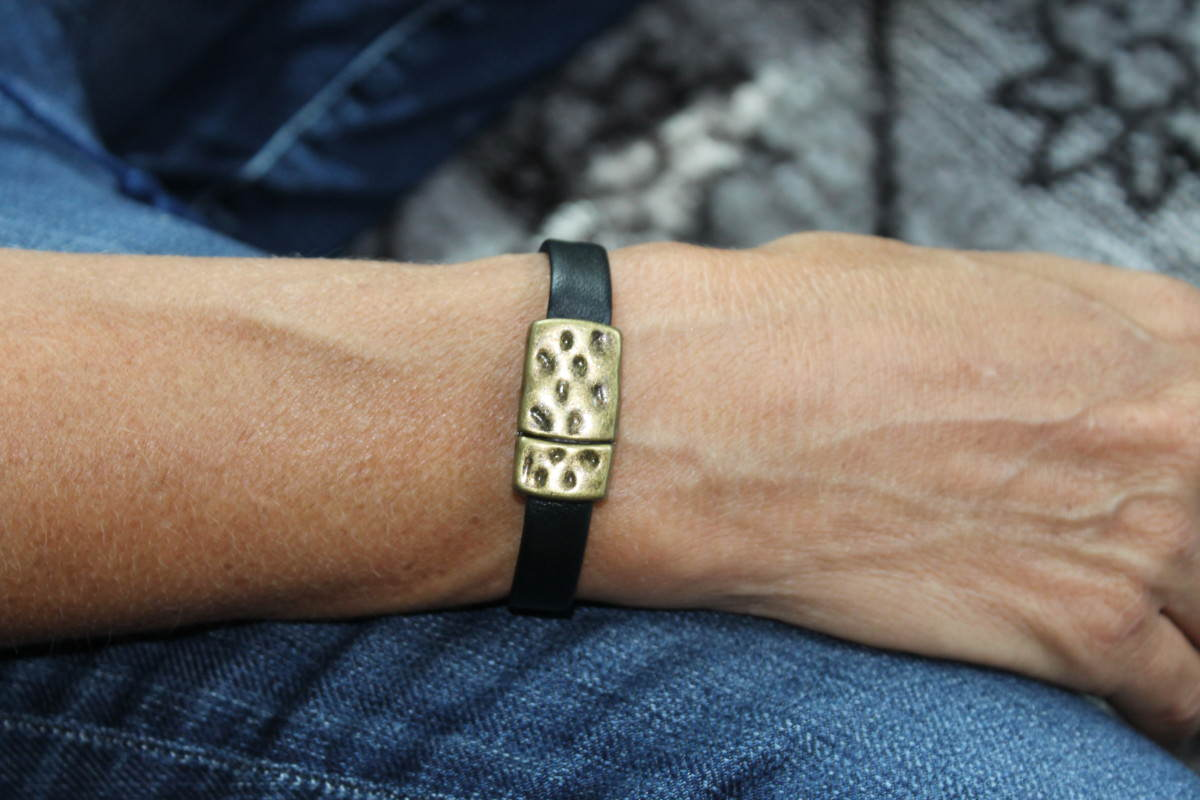thin-leather-bracelet-with-bronze-magnetic-clasp